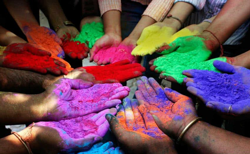 celebrating holi with natural colours