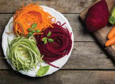 SUMMER VACATION PREP: CREATE A VEGETABLE NOODLE GARDEN OR ZOODLE