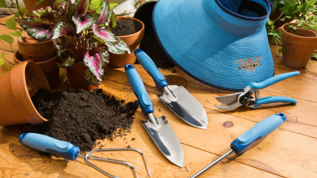 Garden tools, monsoon gardening