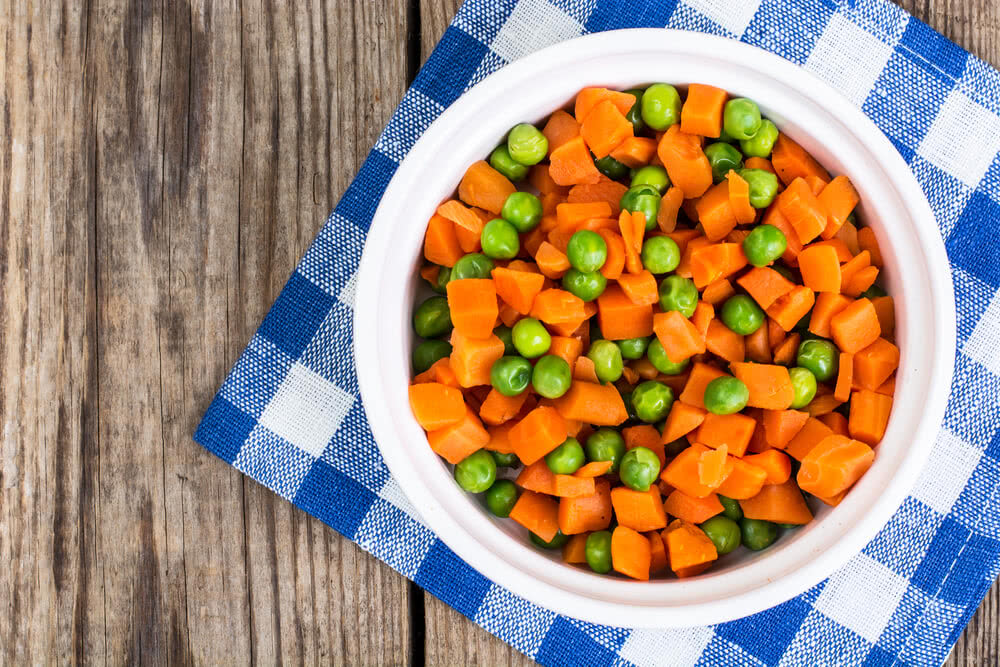 carrot & peas in vegetable salad for diet