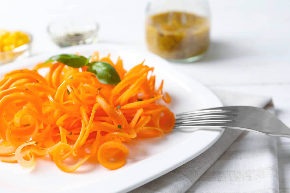 Raw carrot noodles